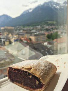 Strudel al cioccolato di Innsbruck con vista sulle montagne