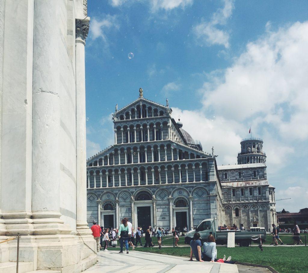 Duomo di Pisa al sole nella giornata di San Ranieri