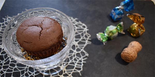 Muffin al cioccolato con cuore di crema allo spumante