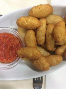 Frittelle di manioca con salsa di pomodoro