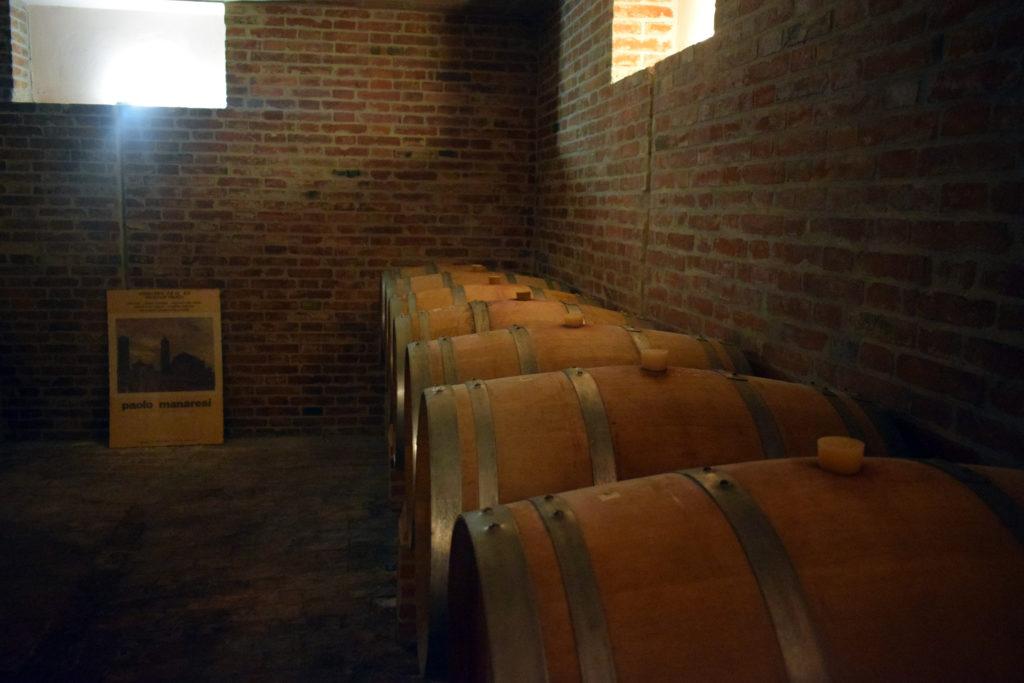 Botti di vino della cantina manaresi a zola predosa. Vino dei colli bolognesi